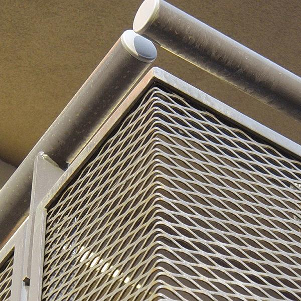 garde-corps en métal déployé acier galvanisé