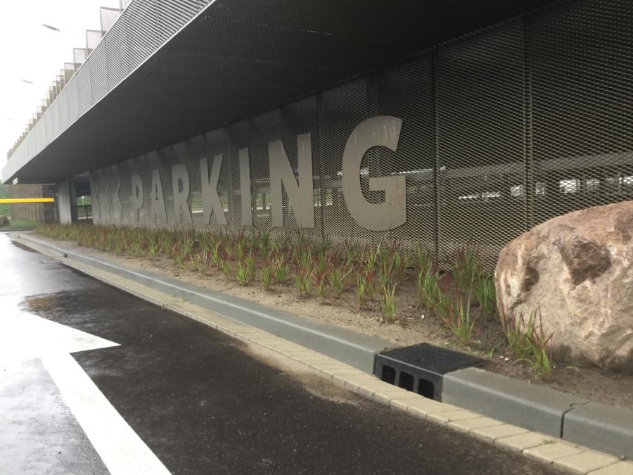 parking métal déployé